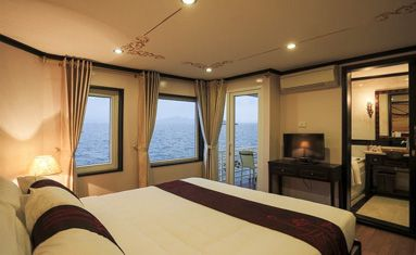 Huong Hai Sealife Cruise's Executive Suite Cabin