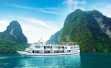 Phoenix Cruiser in Halong bay