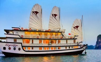 Signature Cruise in Halong bay, Vietnam